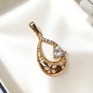 Jewelry - Gold filled Heart floral cut work pendant teardrop